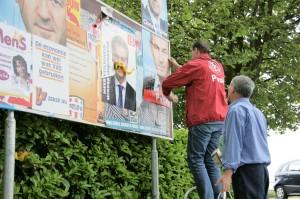 In Ouderkerk waren de verkiezingsborden vaak te klein. (archieffoto 29 mei 2010)