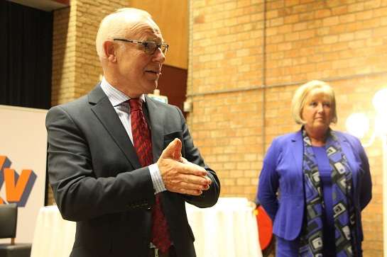 Bas Noorlander in debat met VVD-lijsttrekker Ria Boere.