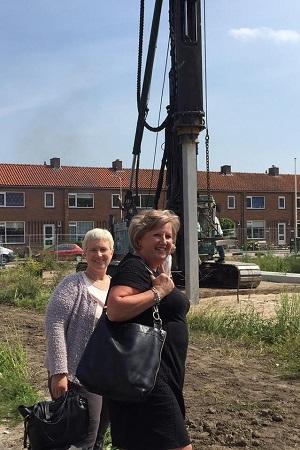 De wethouders Dilia Blok en Ria Boere van de gemeente Krimpenerwaard waren ook aanwezig.