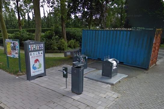 In de voormalige gemeente Vlist staan al enkele Blipvert inzamelstations, zoals hier aan de Kievitslaan in Stolwijk. (Foto: Google StreetView)